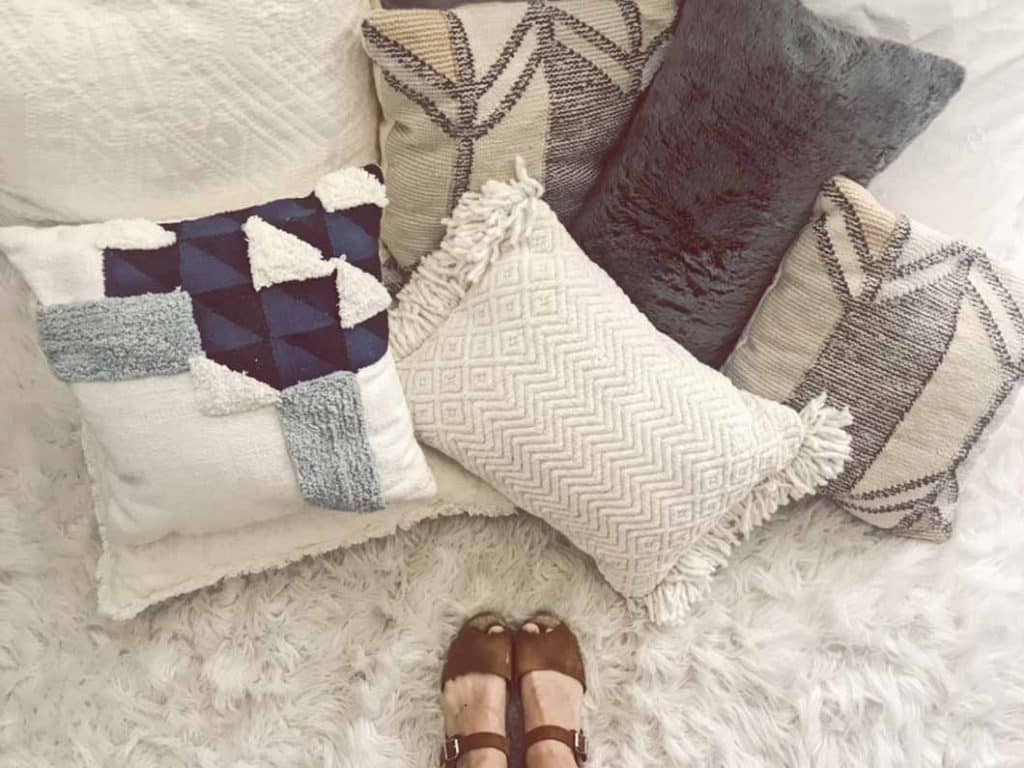 how to choose pillows for sofa